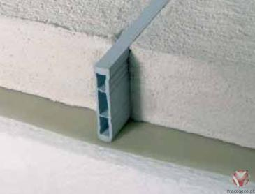 392-509-030/392-509-040/392-509-050/392-509-060. Barras 3,00 metros. PVC Cinza Cimento - Screed Expansion Joint Blanke
